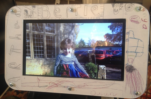 A simple Raspberry Pi-based picture frame using Flickr | PlanB